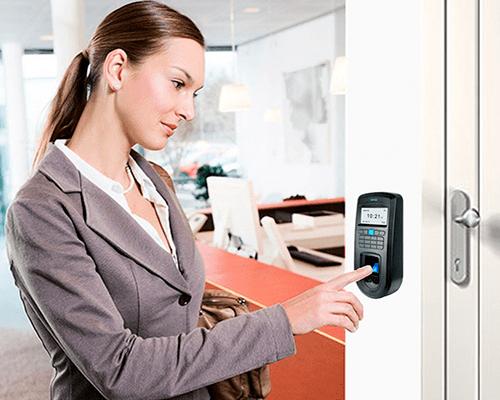 registro de asistencia con el control de accesos y asistencia